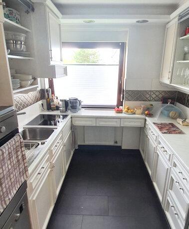 Küche mit Einbauten