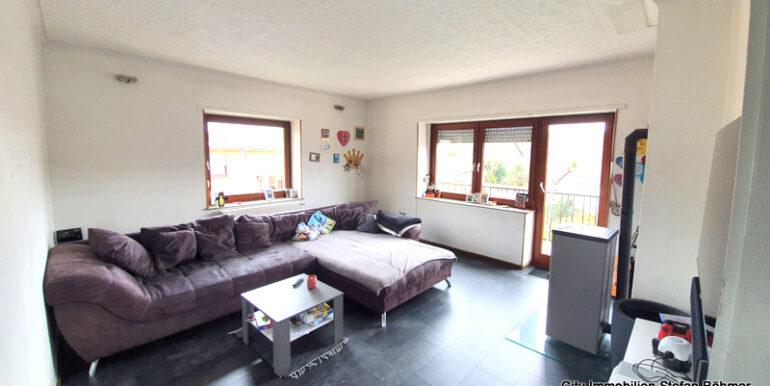 Wohnzimmer mit Balkon OG
